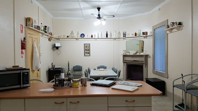 Kitchen/Dining room at Boutique Motel Sefton House Tumut Accommodation