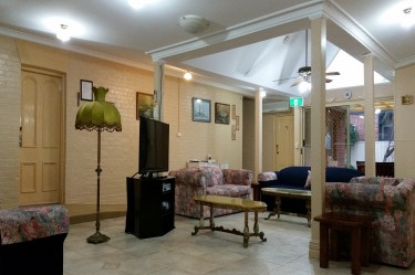 Lounge Room Boutique Motel Sefton House Tumut Accommodation