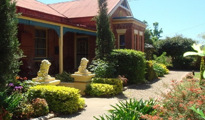 Boutique Motel Sefton House - Tumut History