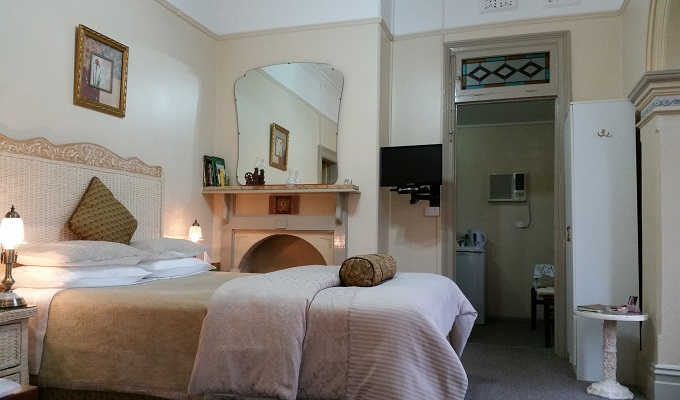 Queen Victoria Suite Tumut Accommodation